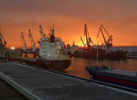 AB InBev et Euroports lancent un trafic fluvial Liège-Anvers