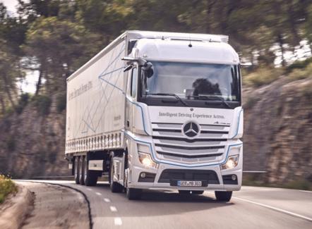 Mercedes-Benz Actros avec MirrorCam : le poids lourd sans rétroviseurs