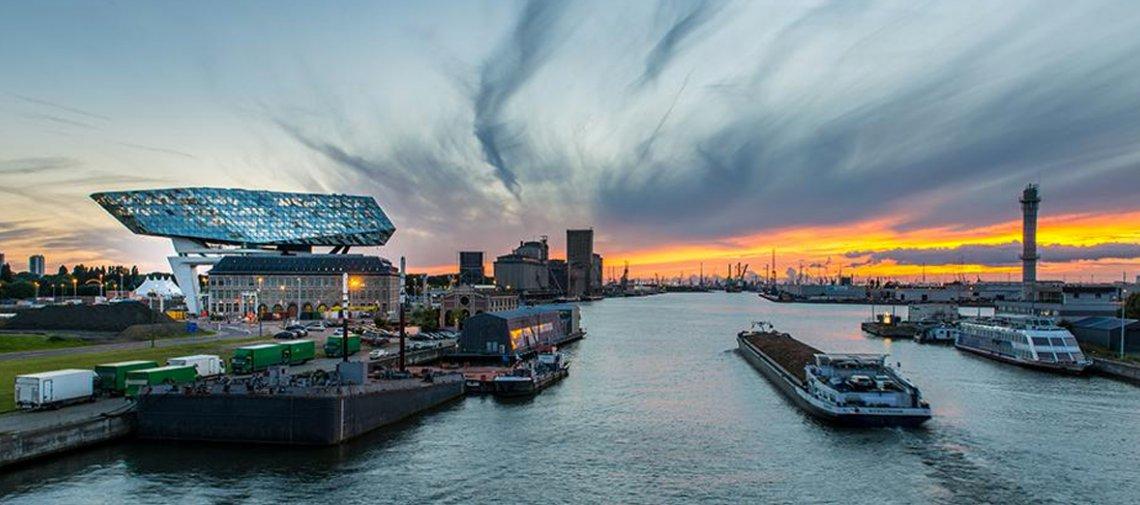 Containeroverslag beperkt schade bij Port of Antwerp